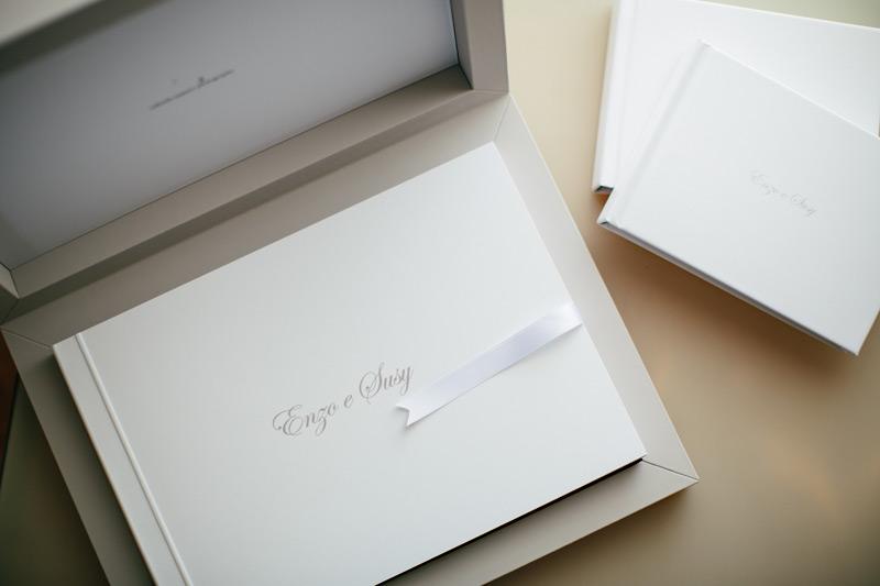 Album Matrimonio In Legno : Enzo e susy young book bianco box in similpelle grigio